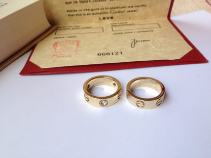 Cartier Love Ring yellow gold diamonds and without diamonds