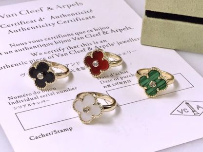 VCA Vintage Alhambra Ring yellow gold Mother-of-pearl, Onyx, Alhambra, Malachite