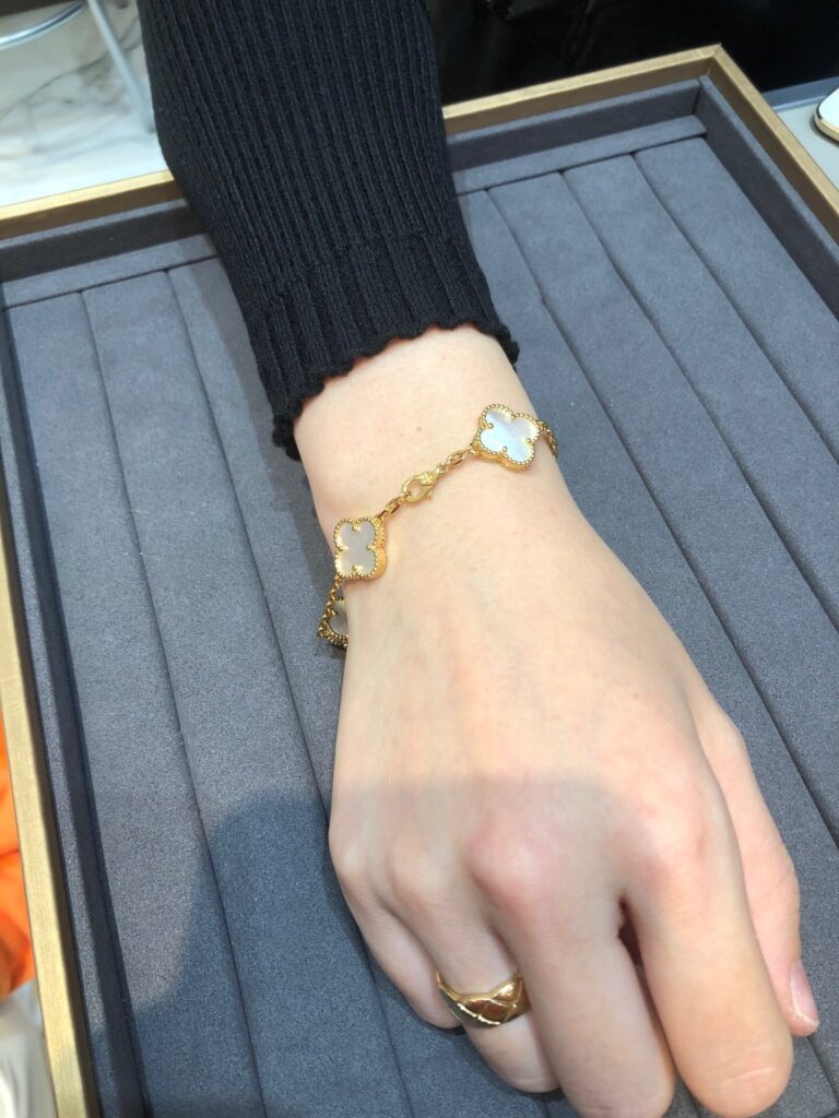 VCA Alhambra bracelet Yellow gold, Mother-of-pearl. 5 motifs