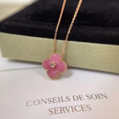 Van Cleef & Arpels Vintage Alhambra necklace rhodonite and rose gold. Diamond. limited edition
